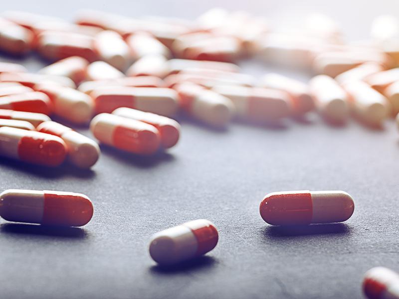 лекарства на свету